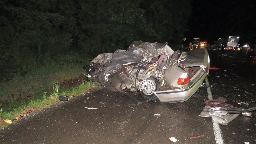 Two die in crash with semi near Stayton | KATU