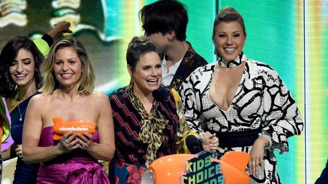 Fuller House' actress gets co-star's support | KATU